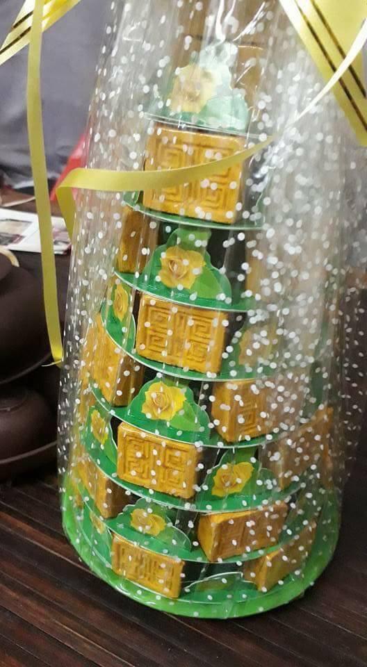 tháp bánh in huế vàng.jpg